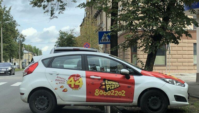 Foto: Divi parkošanās 'šedevri' Rīgā