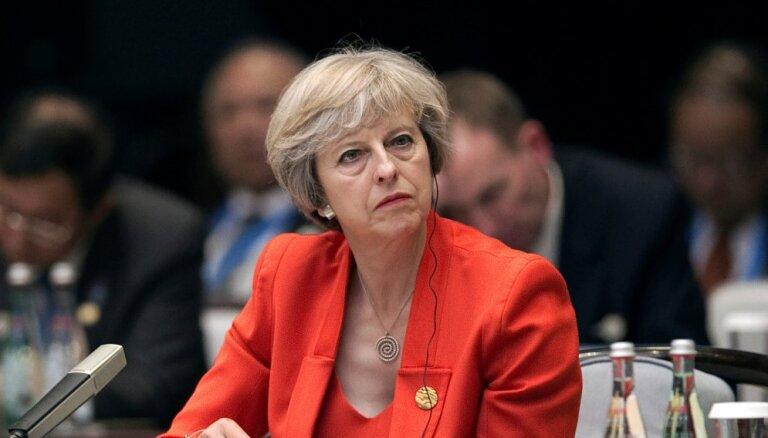 Вотум доверия: Мэй осталась премьер-министром Великобритании