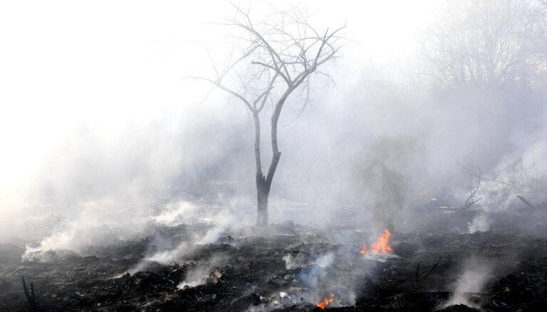 Turpinās paaugstinātas bīstamības ugunsgrēku dzēšana Siguldas un Kuldīgas novados