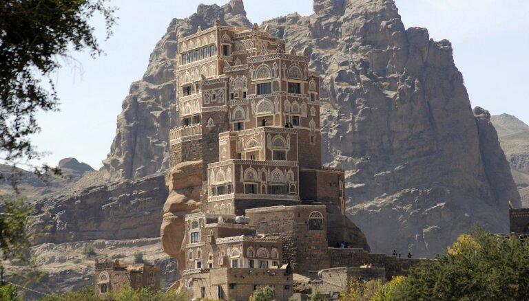 Tūristu iecienītas ēkas, kas piesaista ar savu atrašanās vietu vai unikalitāti