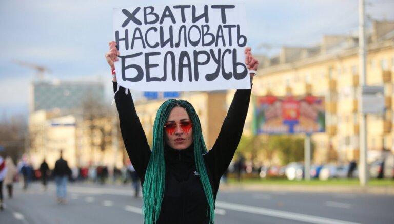 Baltkrievijā aizturēti 300 mediju darbinieki, ziņo RFS