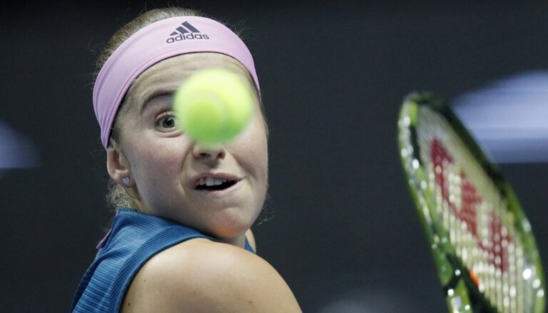 Ostapenko ar saraustītu sniegumu pārvar Dohas turnīra pirmo kārtu