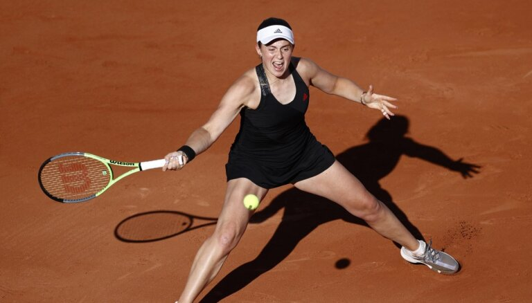 Ostapenko ar viļņainu sniegumu zaudē Keninai un apstājas 'French Open' pirmajā kārtā