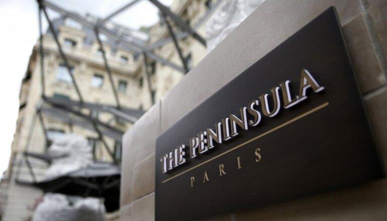 Bruņoti laupītāji aiznes vērtīgas dārglietas no smalkas Parīzes viesnīcas