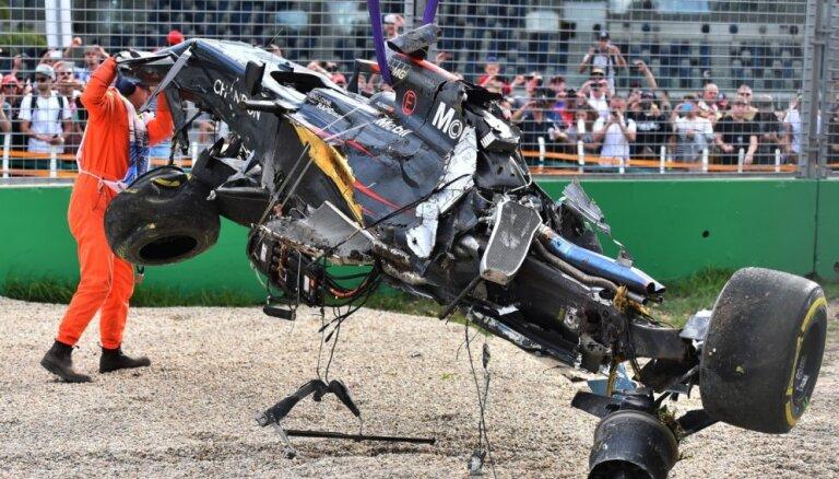Foto un video: Fernando Alonso iespaidīgā avārija Austrālijas 'Grand Prix'