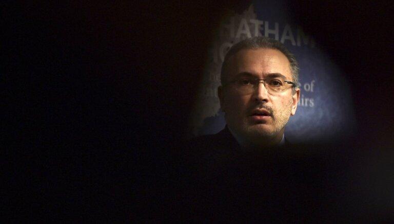 Maskavā Hodorkovskim aizmuguriski nosaka apcietinājumu