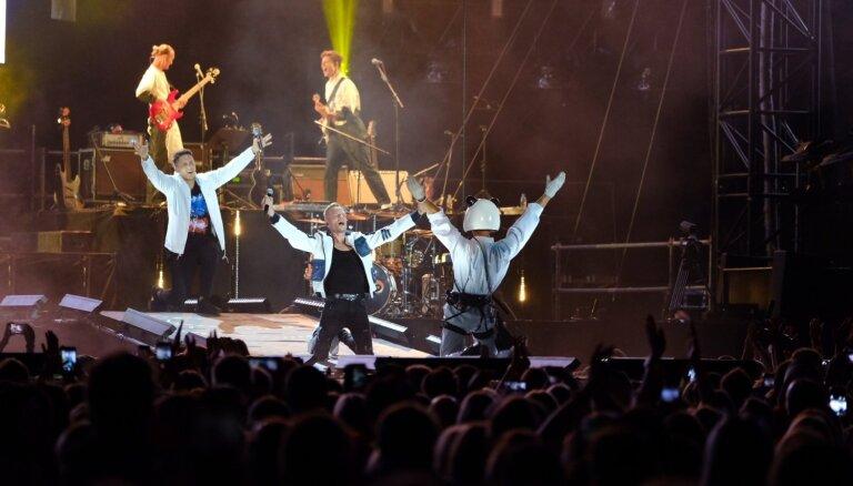 Foto: 'Instrumenti' noslēdz augustu ar grandiozu koncertu Daugavas stadionā