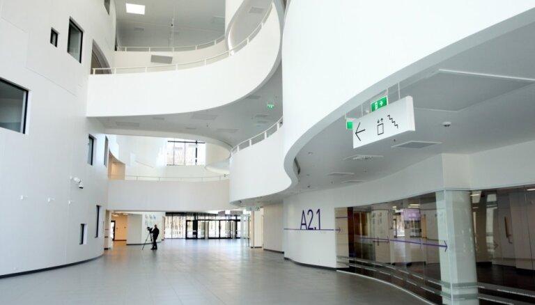 Foto: Kā izskatās 74 miljonus eiro vērtajā jaunajā Stradiņa slimnīcas korpusā