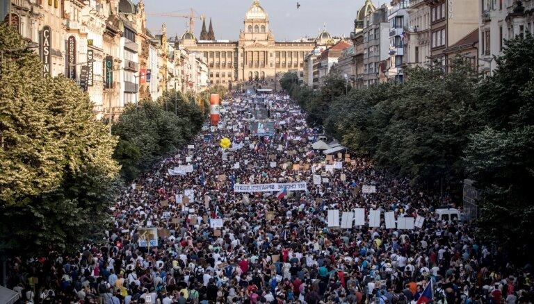 Prāgā notikusi 30 gados lielākā protesta akcija