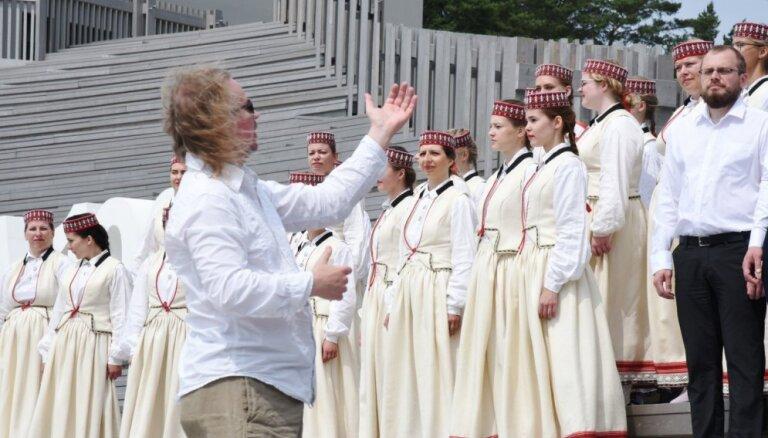 Foto: Svinīgā ceremonijā atklāts Mežaparka Lielās estrādes pirmais atjaunošanas posms