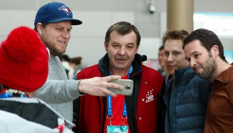 Znaroks līdz maija beigām konsultēs Krievijas hokeja izlasi un apdomās nākotnes plānus