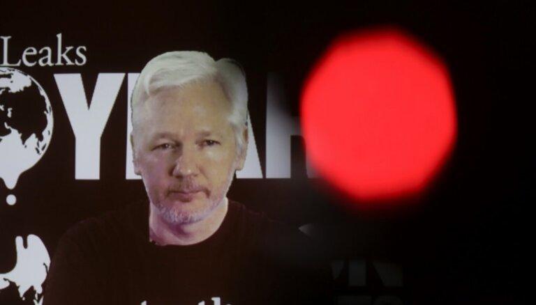 Zviedrijas prokuratūra izbeidz pret Asanžu izmeklēšanu par izvarošanu