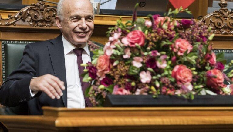Šveicē ievēlēts prezidents un divas ministres