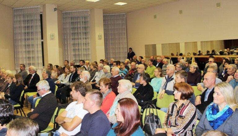 Ikšķiles 'Tautas sapulcē' politiķi aicina vērsties pie Saeimas