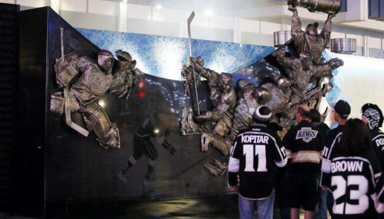 Losandželosā atklāj iespaidīgu 'Kings' pusgadsimta jubilejas pieminekli