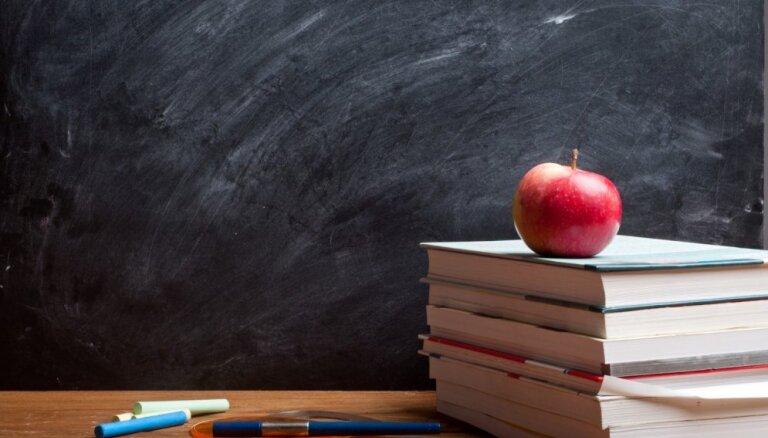 Valdība atbalsta pedagogu minimālā atalgojuma palielināšanu; naudu piešķir tikai šim gadam