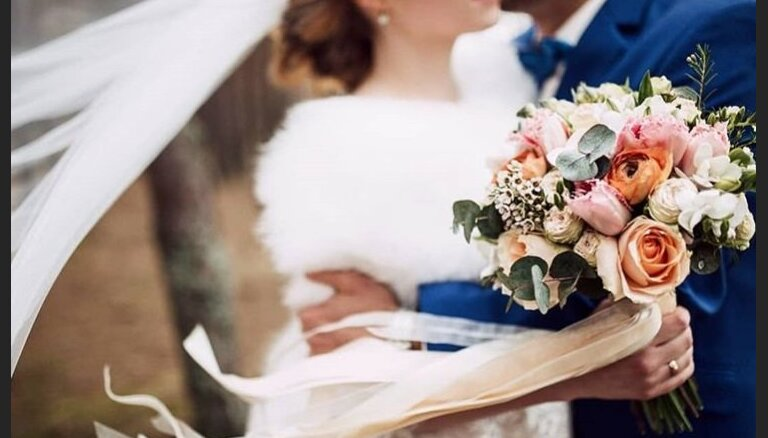 От цветочного шара до муфты. Флорист о распространенных и необычных свадебных букетах