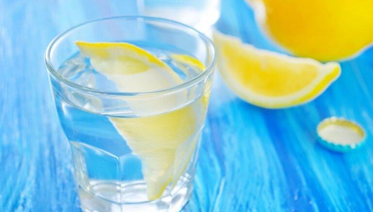 20 причин начинать свой день со стакана воды с лимоном
