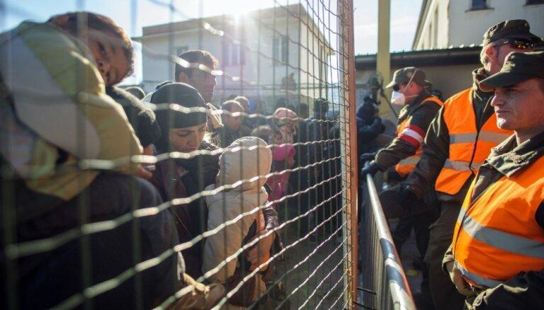 Iedzīvotāji kā nākamā gada nozīmīgāko jautājumu prognozē bēgļu krīzi