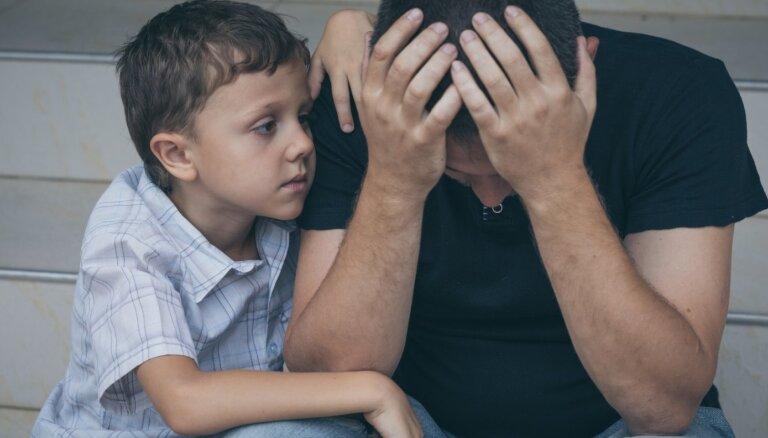 Uzvedības problēmas un emocionālā nestabilitāte. Kādu ietekmi uz bērniem atstāj vecāku stress