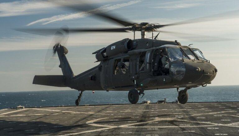 Floridā avarējis armijas 'Black Hawk' helikopters; 11 karavīri pazuduši