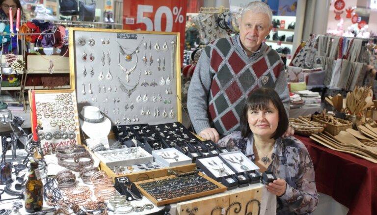 Pāris ar zelta rokām – rotu un kalumu meistari Uldis un Aelita Stelpi
