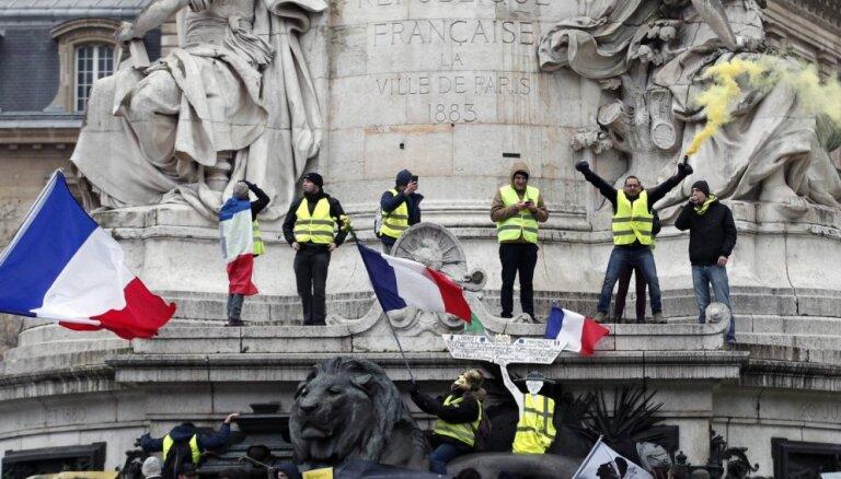 """Новые акции """"желтых жилетов"""" во Франции: марш раненых против резиновых пуль"""