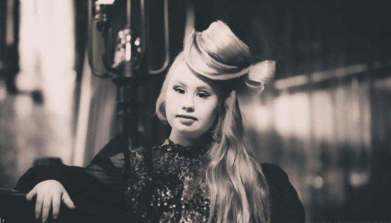 Medlina Stjuarte - meitene ar Dauna sindromu, kura kļuvusi par modeli un piedalīsies Ņujorkas modes nedēļā
