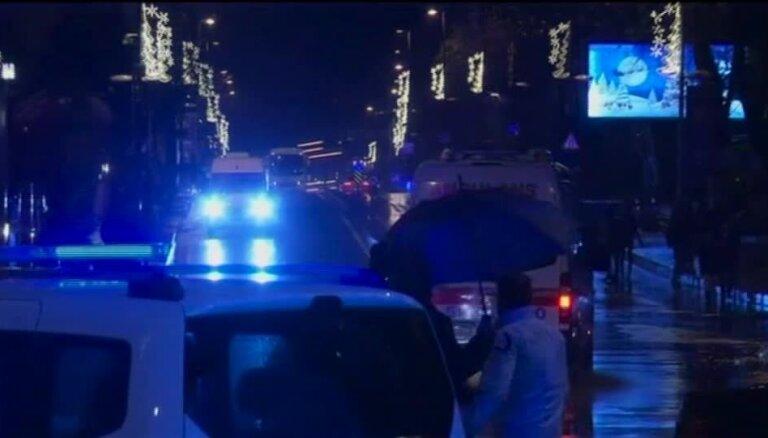 Bruņotā uzbrukumā Stambulas naktsklubā nogalināti vismaz 35 cilvēki
