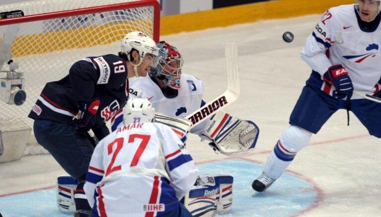 PČ hokejā sākas ar ASV pārliecinošu uzvaru