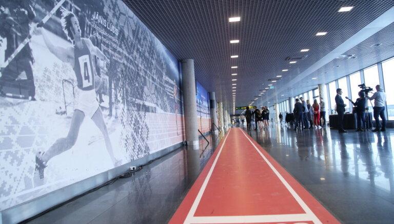 В рижском аэропорту открыли беговую дорожку и стену с изображением латвийских чемпионов