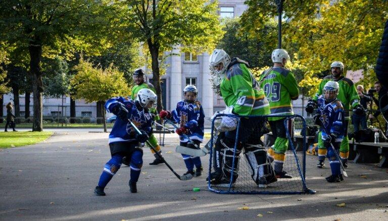 ФОТО: Хоккеисты-любители показали властям, какой будет игра на улице во время пандемии