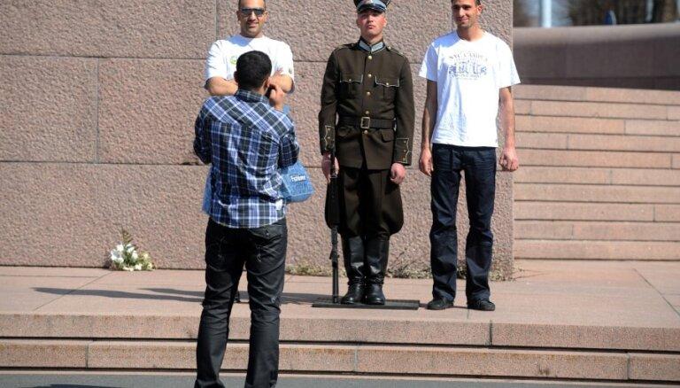 Pērn nedaudz pieaudzis tūristu skaits; visvairāk iztērējuši ceļotāji no Krievijas