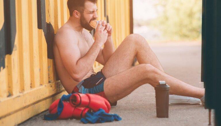 Kādus uztura paradumus pēc treniņa labāk nepiekopt