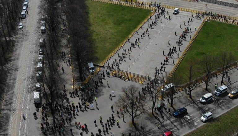 ФОТО: Полиция закрыла прямой доступ к памятнику в парке Победы, выявлен ряд административных нарушений