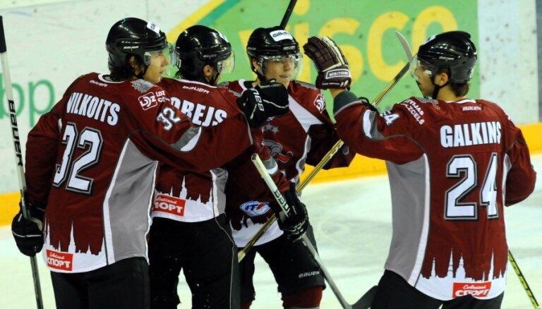 HK 'Rīga' pēcspēles metienos uzvar 'Belije medvedi'