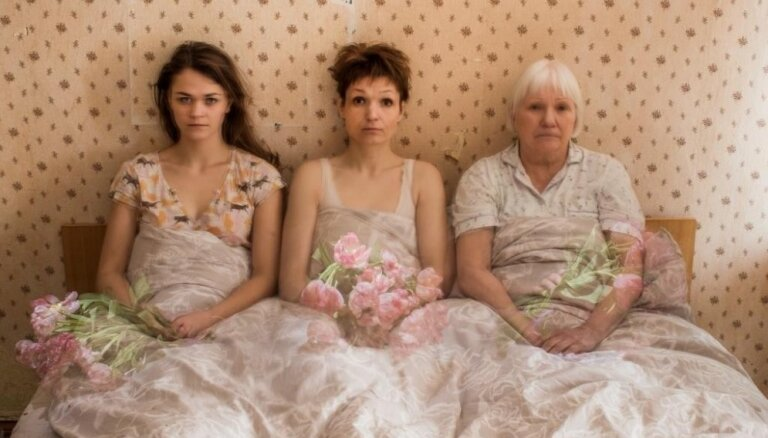 'Teātra TT' izrādi 'Dāmas' varēs noskatīties dzīvoklī Miera ielā