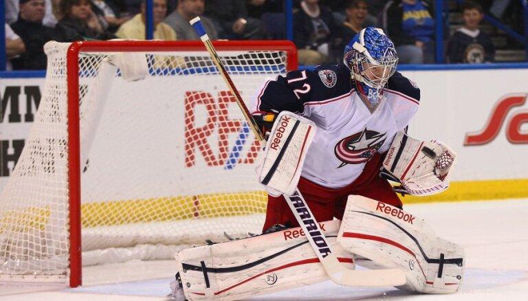 Bobrovskis, Krosbijs un Makdeivids – finālisti uz NHL vērtīgākā spēlētāja balvu