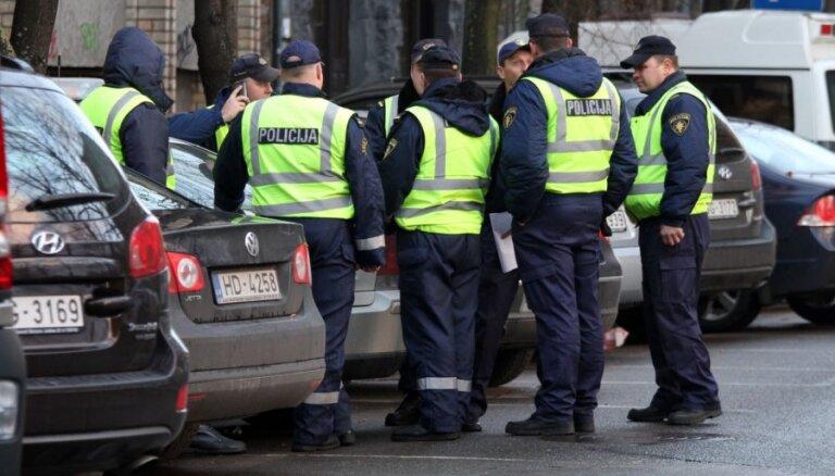 Латвия без фоторадаров: полицейские вернулись на дороги