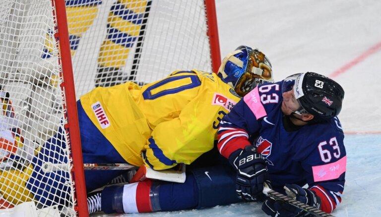 Pēc Zviedrijas hokeja izlases izgāšanās karjeru noslēdz vārtsargs Fasts