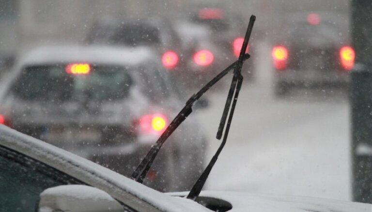 Perfekta redzamība caur automobiļa stiklu ziemā