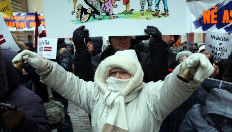 Foto: Krievu skolu aizstāvji sola nebeidzamus protestus