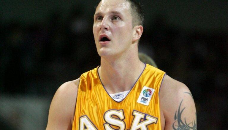 Pierīgā bijušais Lietuvas izlases basketbolists nogalina sievu un nošaujas