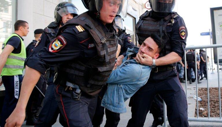 Храм в центре Москвы пустил к себе протестующих. Обычно РПЦ не поддерживает акции оппозиции