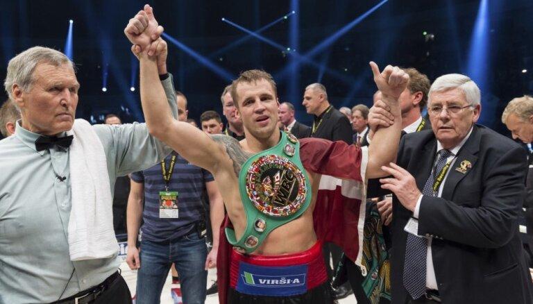 Briedis un Glovackis WBSS pusfinālā varētu cīnīties par pilnvērtīgām čempionu jostām