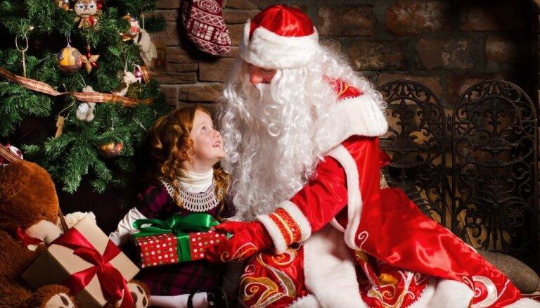 """Секреты профессии. Дед Мороз по вызову: """"синяя"""" Снегурочка, коварные """"сугробики"""" и пять елок в день"""