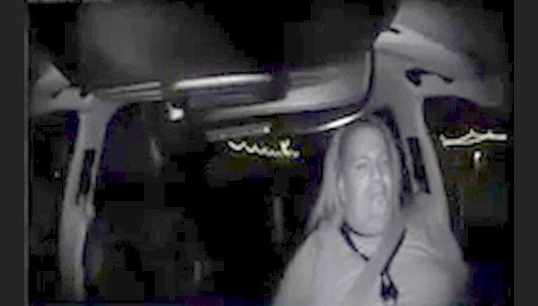 Policija publicējusi 'Uber' bezpilota auto avārijas video