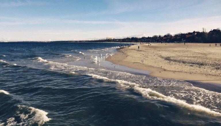 Janvāra sākumā Baltijas jūrā gaidāmi lieli viļņi; izsludina sarkano brīdinājumu