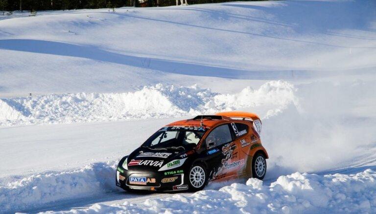 Baumanis pirmajās 'RallyX on Ice' ziemas rallijkrosa sacensībās iesaistās cīņā par uzvaru
