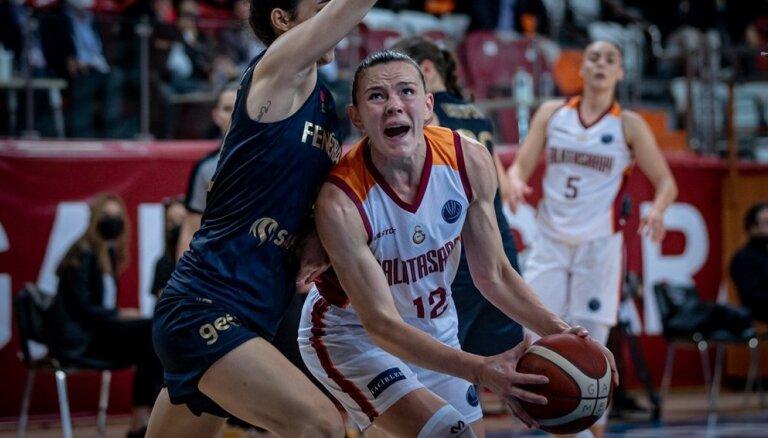 Šteinbergai desmit punkti zaudētā Stambulas derbijā FIBA Eirolīgā